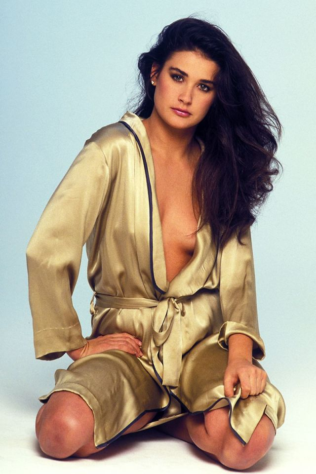 demi_moore_ sexy side boobs
