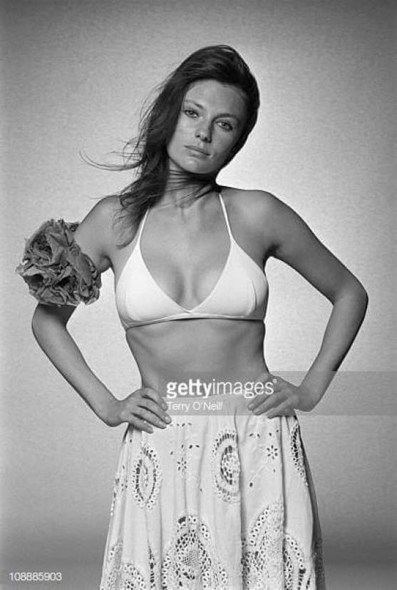 jacqueline-bisset cleavages awesome pic