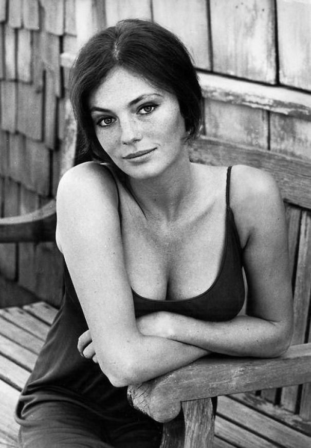 jacqueline-bisset sexy cleavages pics