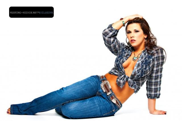 mickie james cleavages hot pic