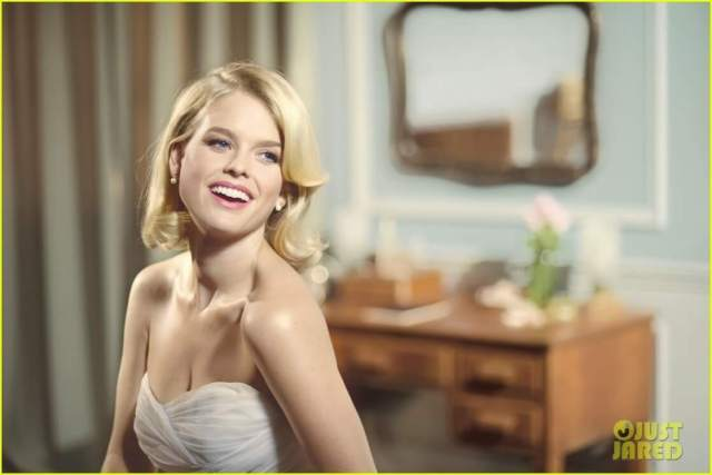 Alice Eve sexy cleavages pic