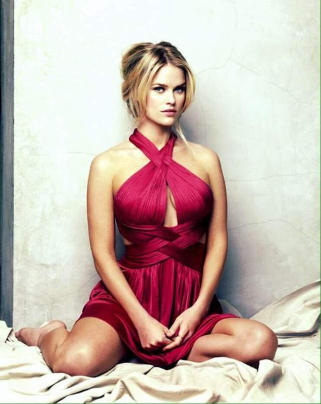 Alice Eve sexy pictures