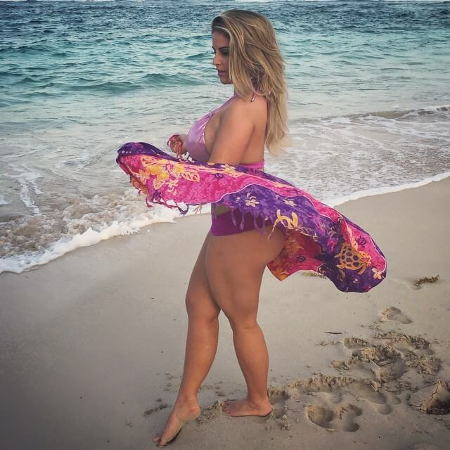 Ashley Alexiss hot thighs pic