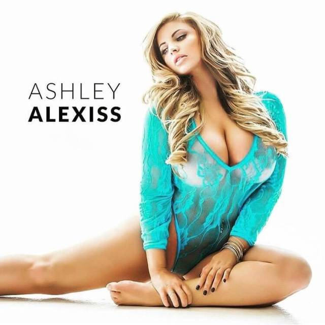 Ashley Alexiss sexy cleavage pic
