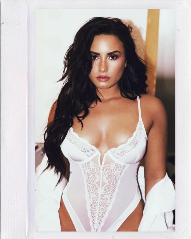 Demi Lovato cleavages