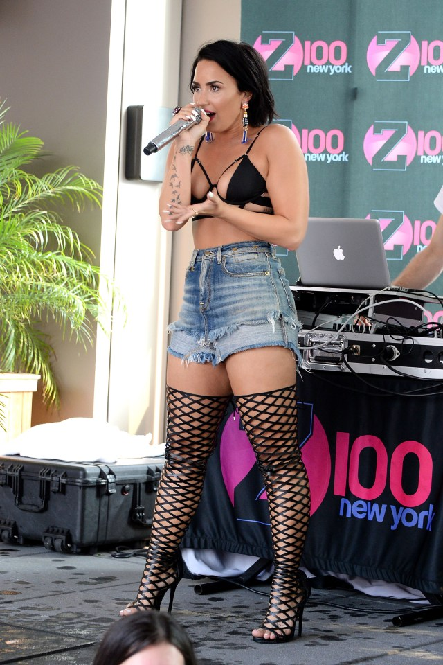 Demi Lovato thighs sexy