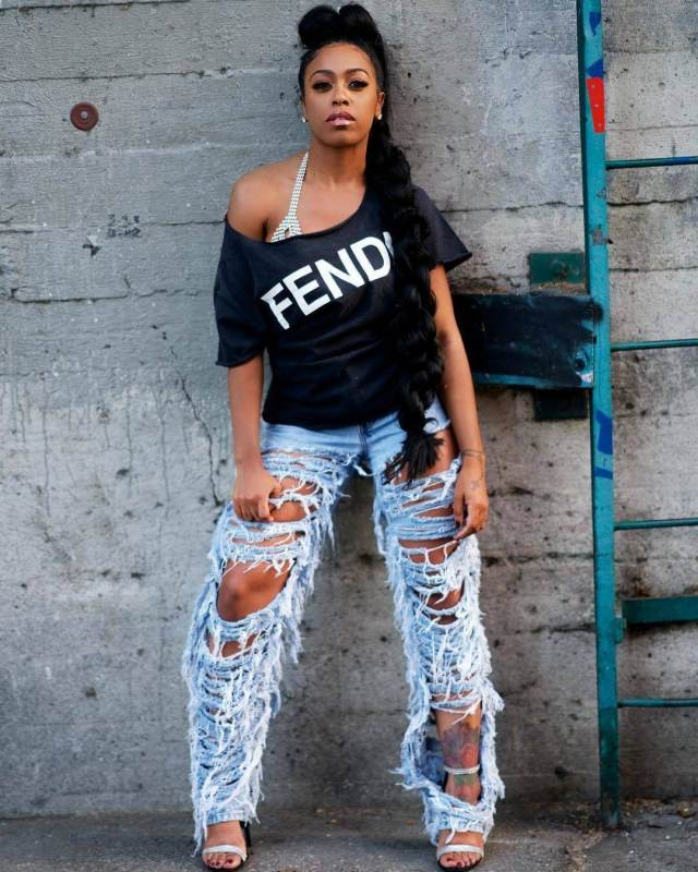 DomiNque Perry awesome look