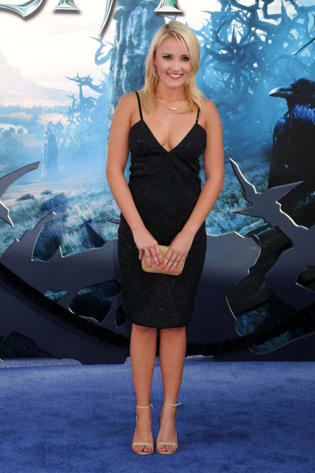 Emily Osment hot cleavages pics