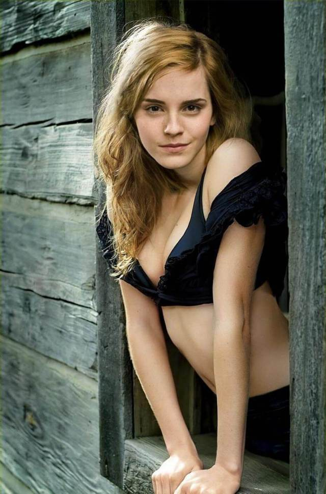 Emma Watson awesome cleavage pic