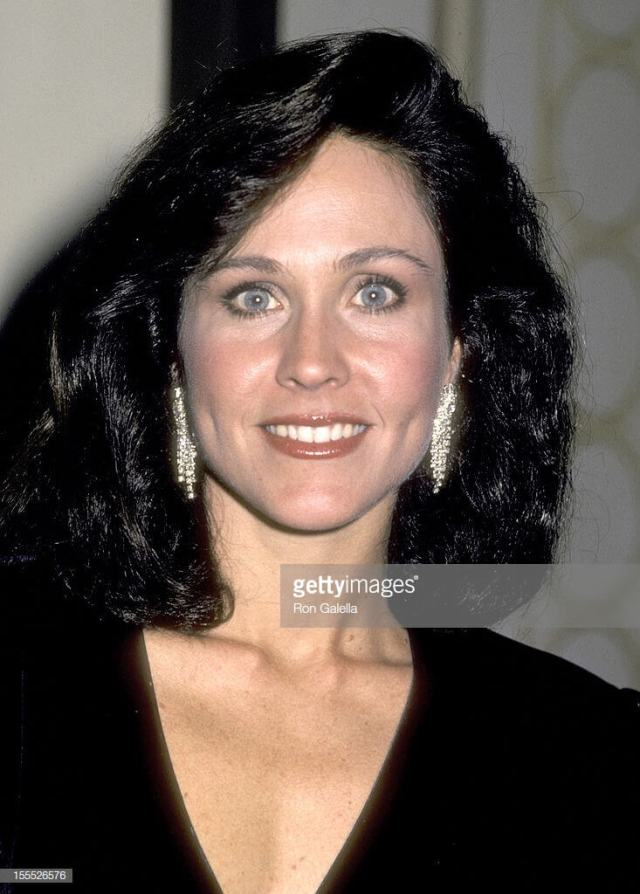 Erin Gray hot cleavages (2)