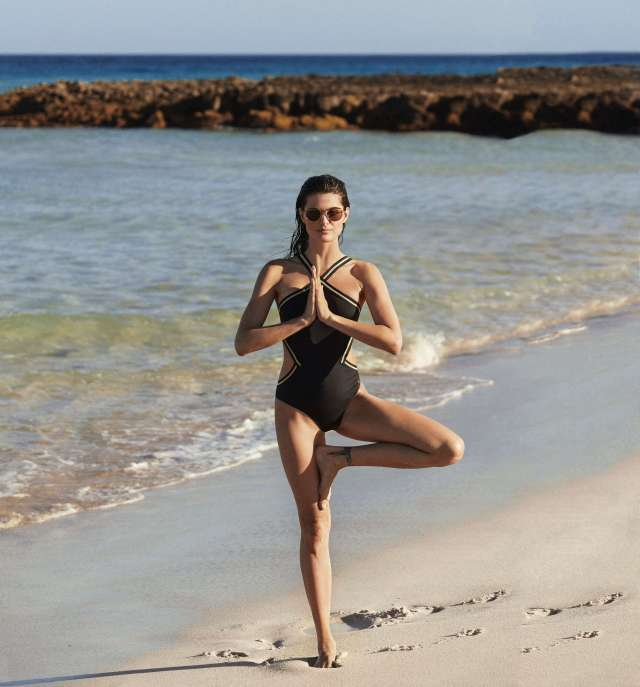 Isabeli Fontana hot pictures