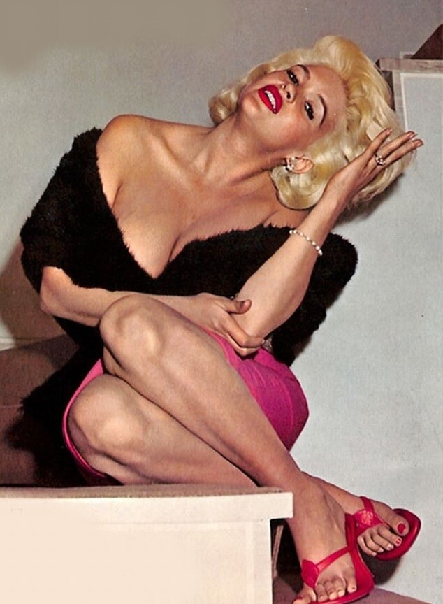 Jayne Mansfield hot cleavages pic