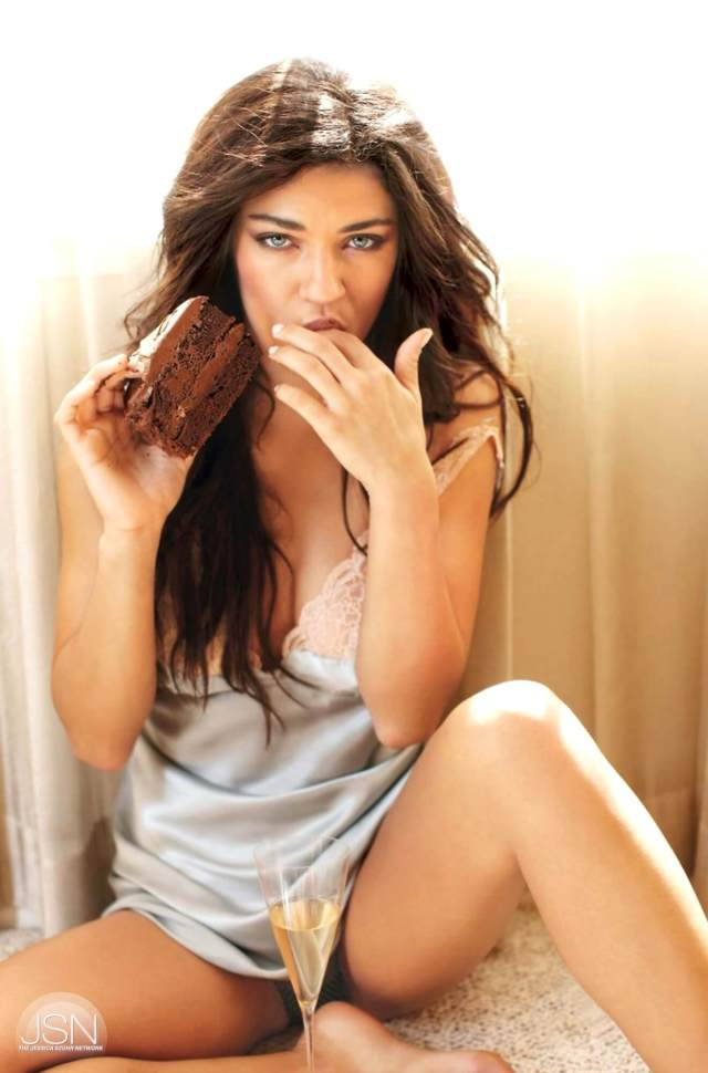 Jessica-Szohr-thighs awesome