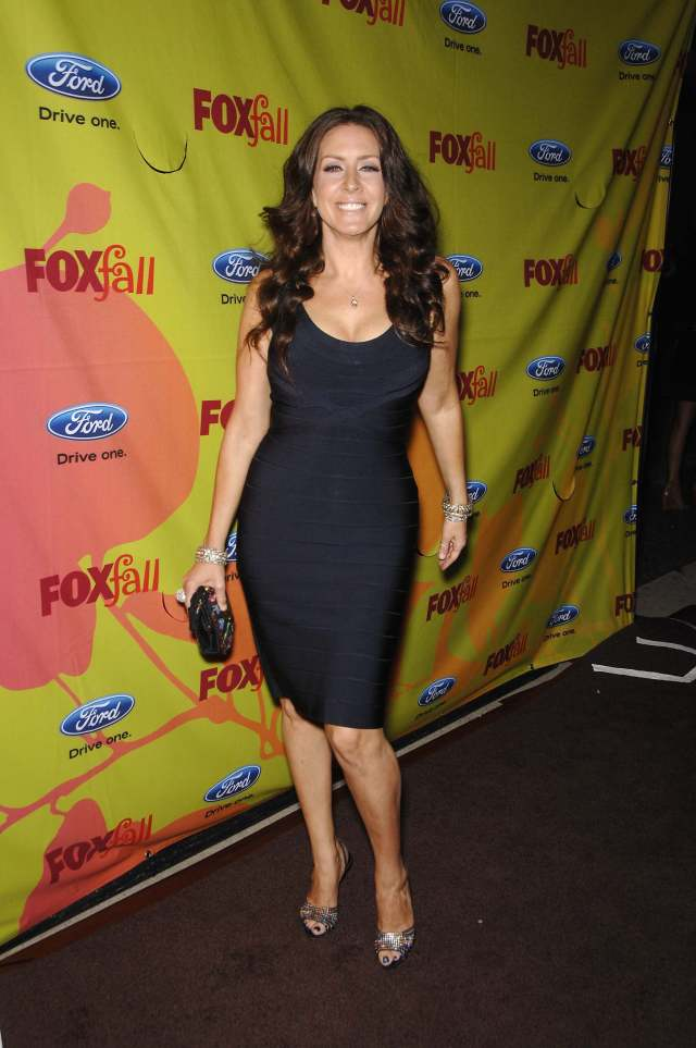 Joely Fisher thighs awesome