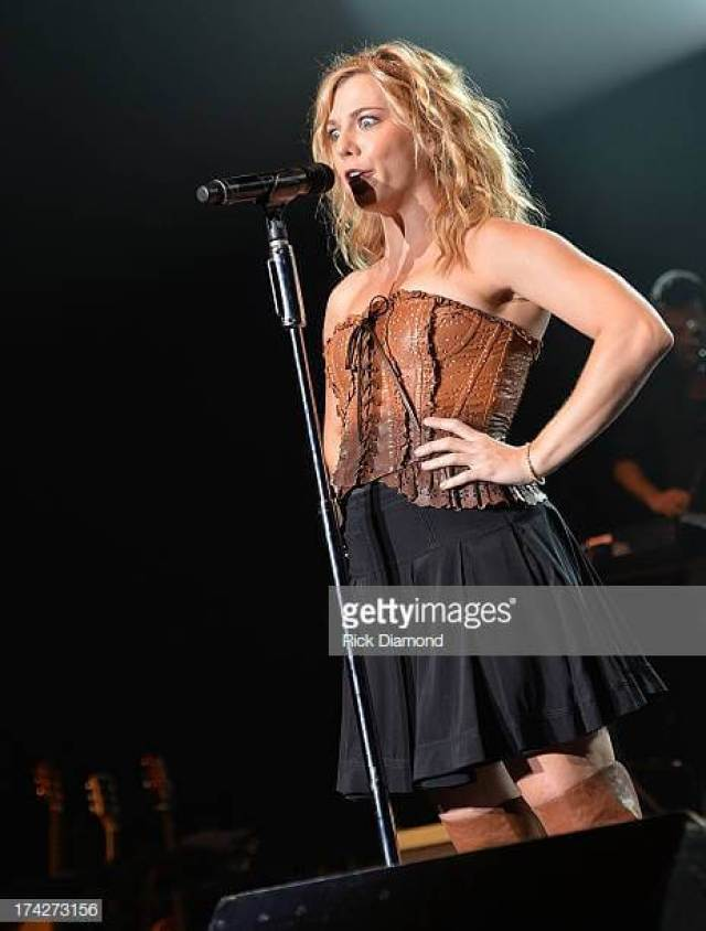 Kimberly Perry hot pic