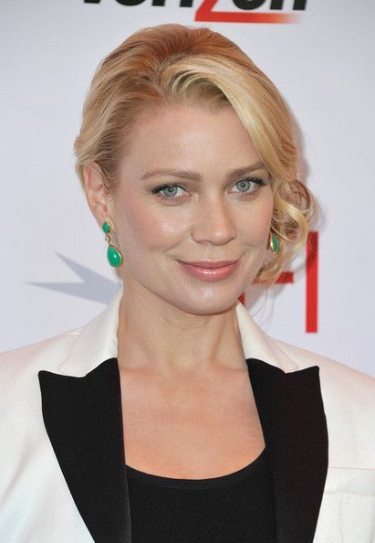 Laurie Holden sexy lady pic