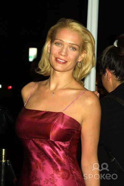 Laurie Holden sexy lady