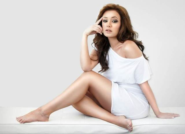 Leah Remini hot legs