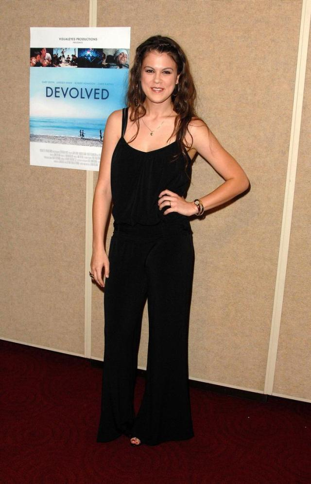 Lindsey Shaw sexy women pic