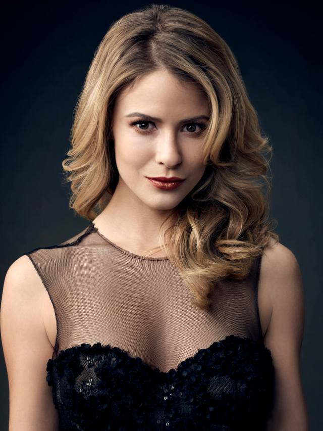 Linsey Godfrey cleavage