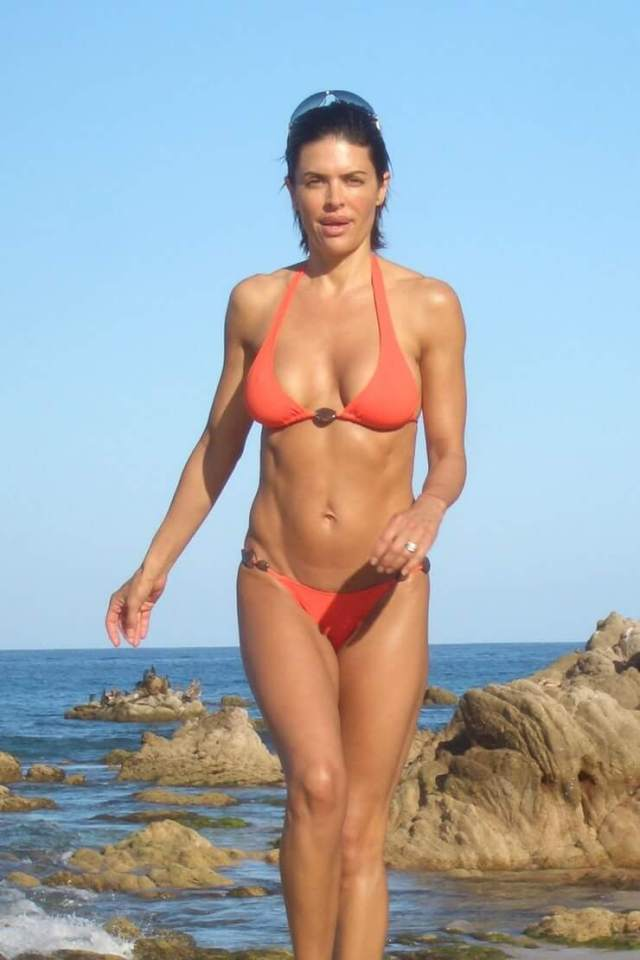 Lisa Rinna awesome bikini