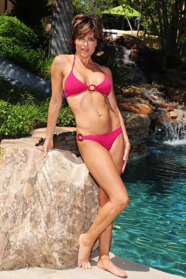 Lisa Rinna hot bikini
