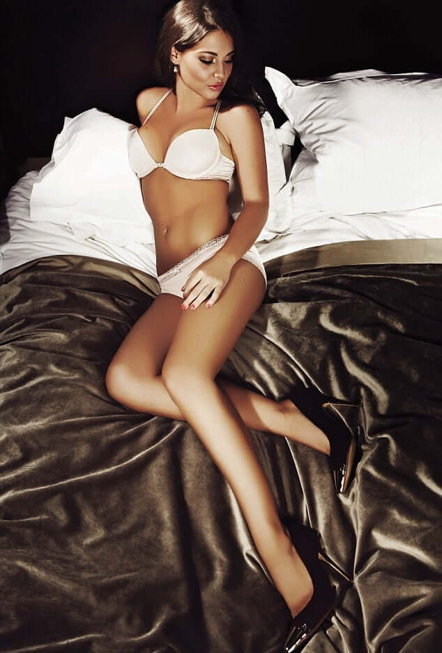 Louise Thompson awesome picture