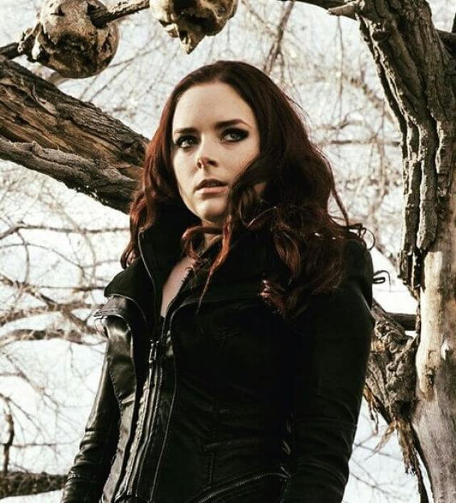 Madison Davenport hot pictures (2)