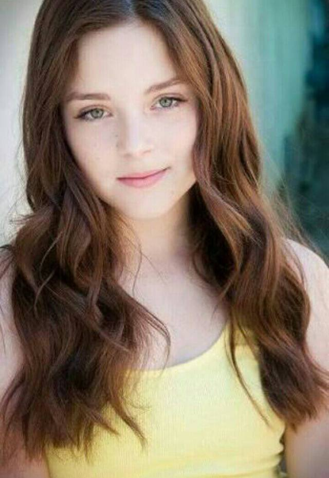 Madison Davenport sexy cleavages photo