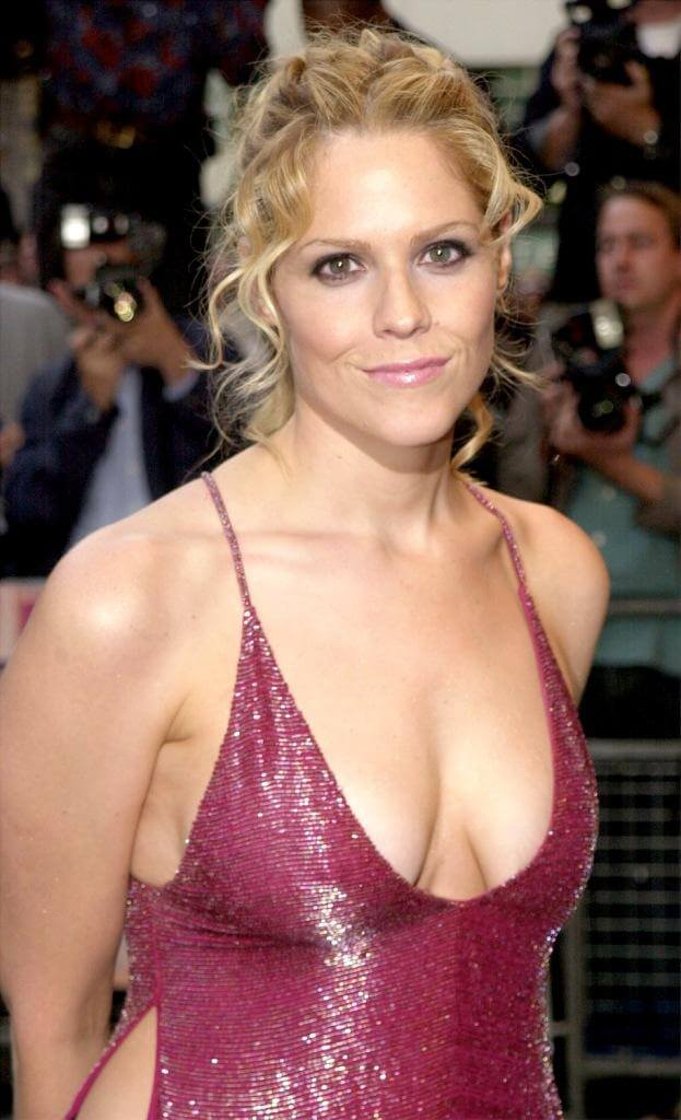 Mary McCormack hot cleavages picture