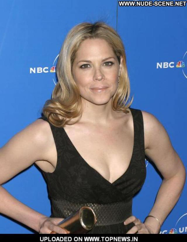 Mary McCormack sexy cleavages picture