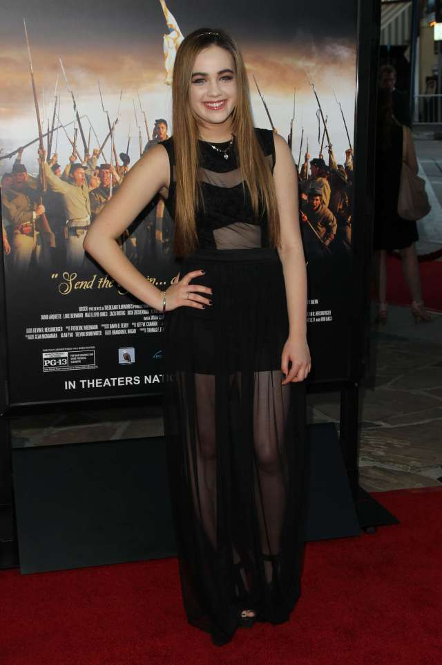 Mary Mouser hot feet
