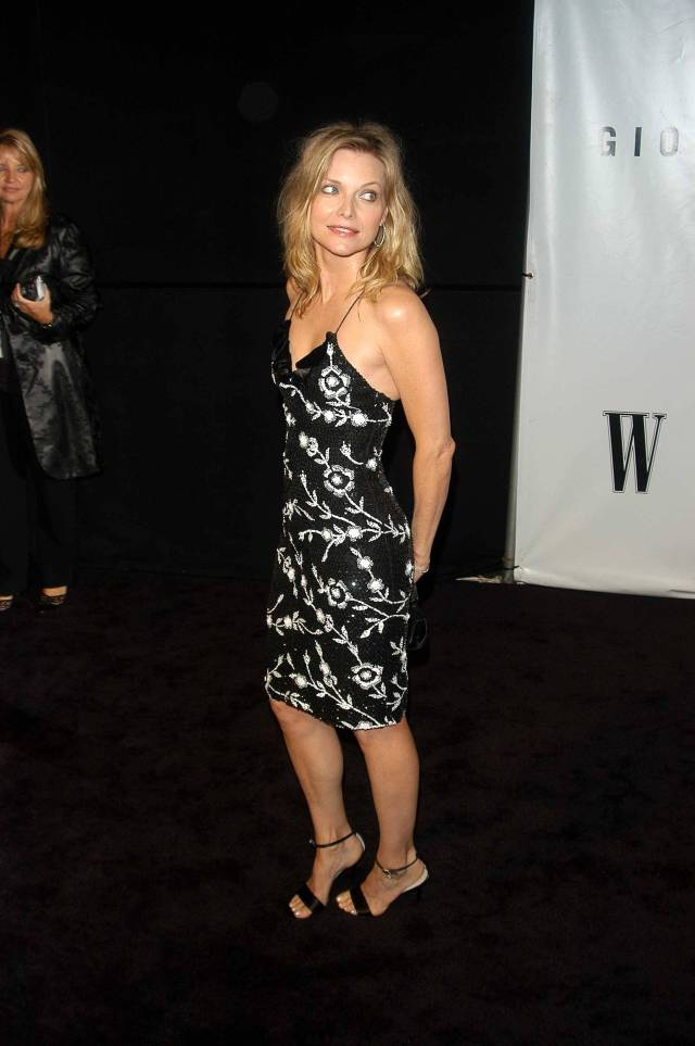 Michelle Pfeiffer cleavages sexy pic