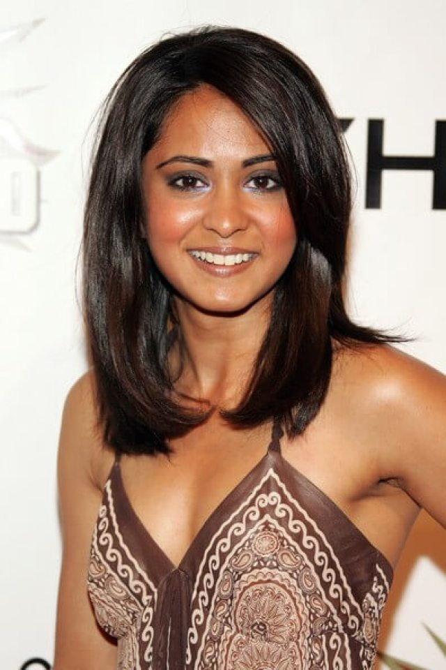Parminder Nagra awesome cleavages (2)