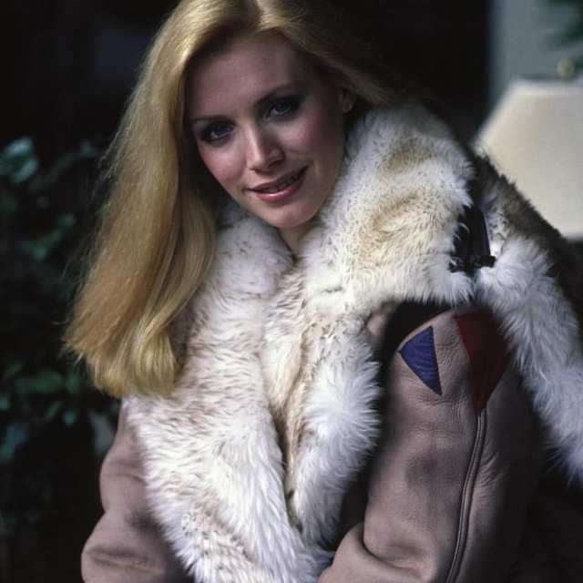 Shannon Tweed winter Clothes