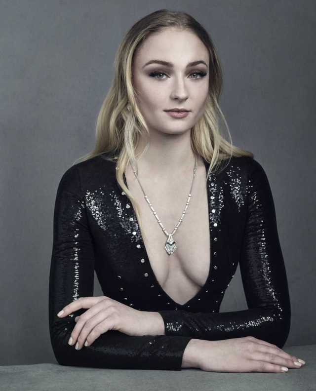 Sophie Turner Sexy Boobs Pictures Photo