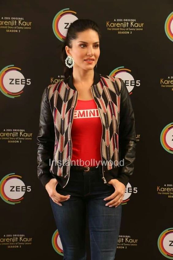 Sunny Leone Hot in Jeans