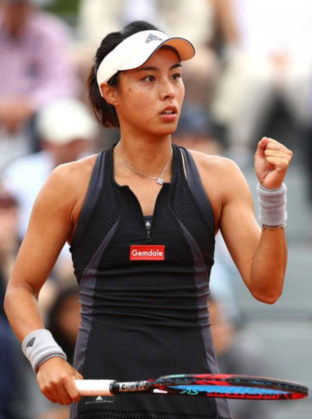 Wang Qiang awesome cleavages pics