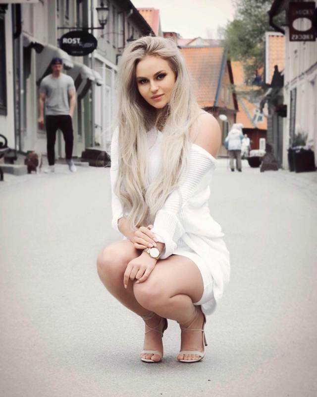 anna nystrom hot toes nails