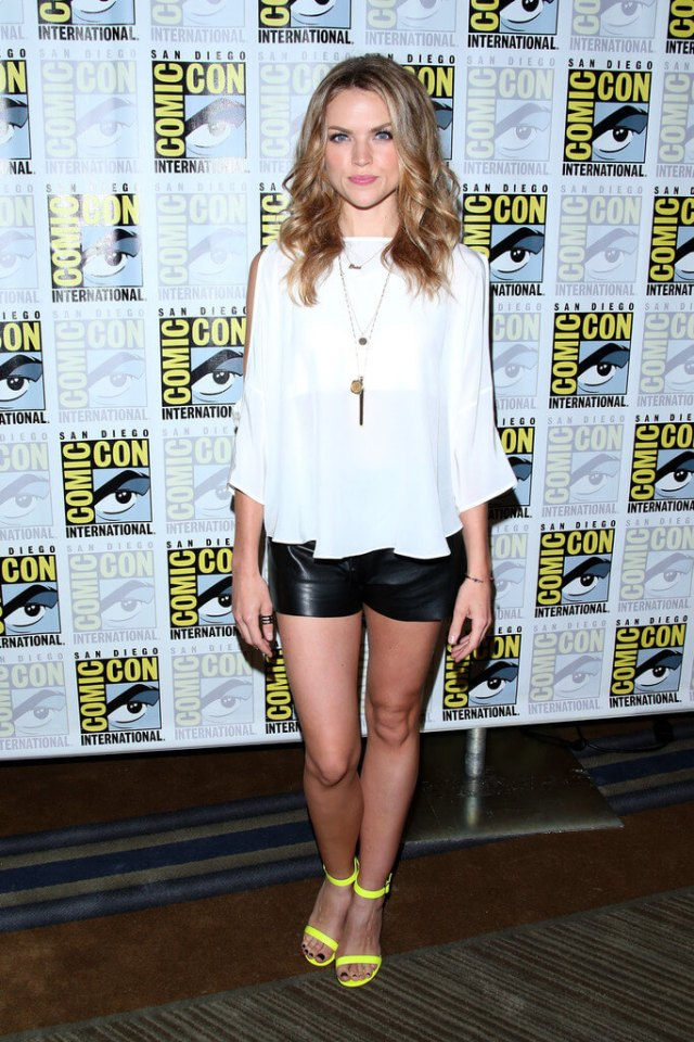 erin richards hot toes nails
