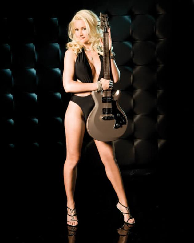 holly madison hot thighs pics
