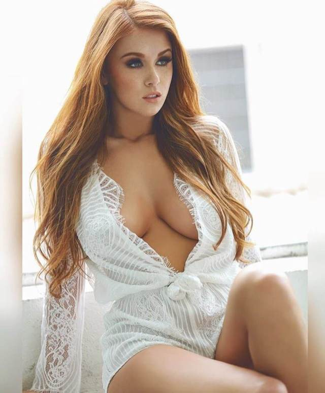 leanna decker cleavage pictures