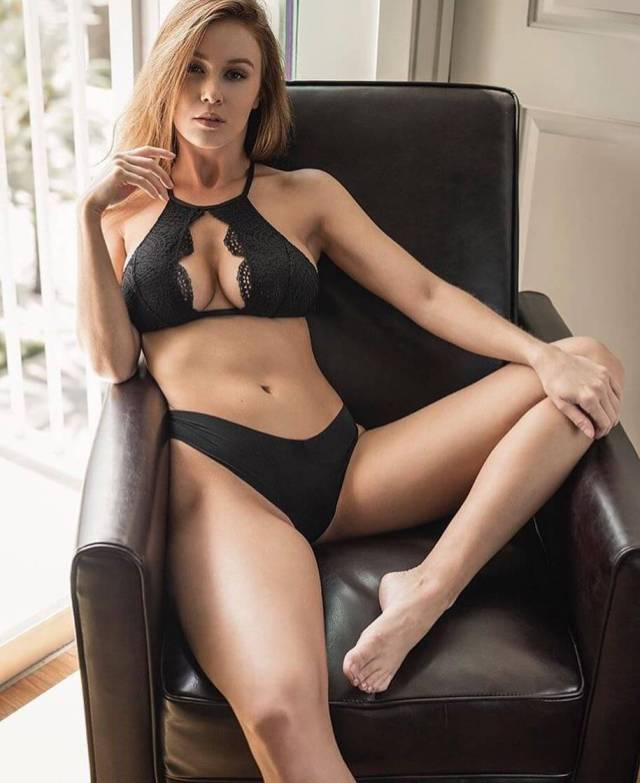 leanna decker thighs pictures