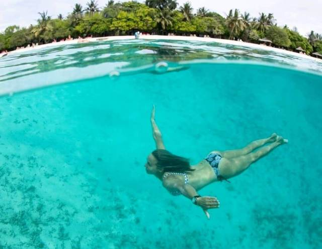 sally fitzgibbons swimming