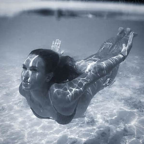 sally fitzgibbons under the water