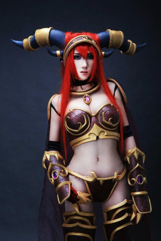 Alexstrasza hot cleavages picture