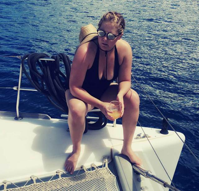 Amy-Schumer cleavaegs pics