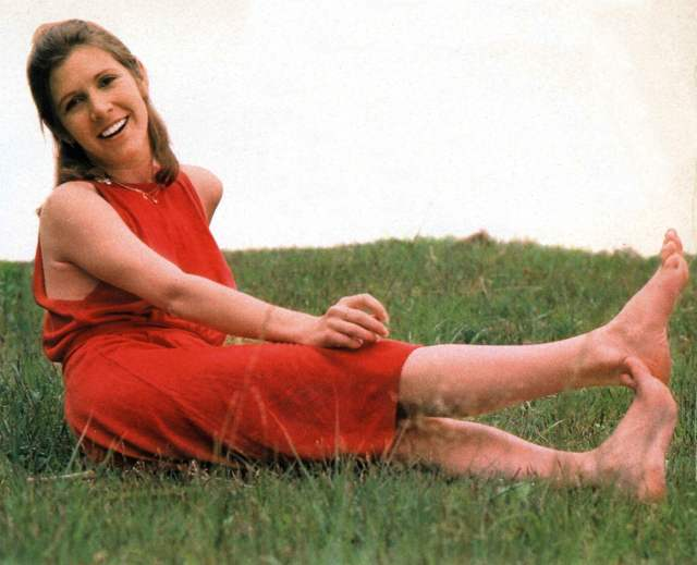 Carrie Fisher SEXY RED DRESS (2)