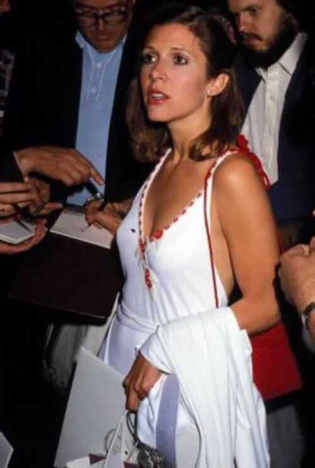 Carrie Fisher SEXY WHITE DRESS PIC (2)