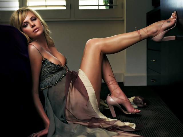 Charlize Theron sexy feet pic
